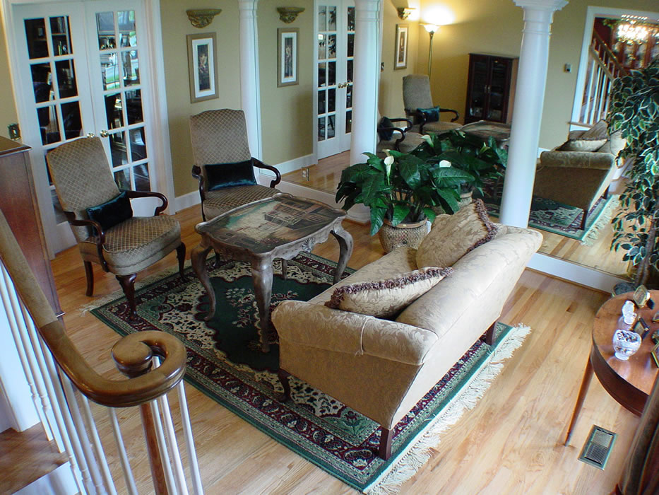 EXAMPLE OF AREA RUG TOO SMALL FOR THE FURNITURE